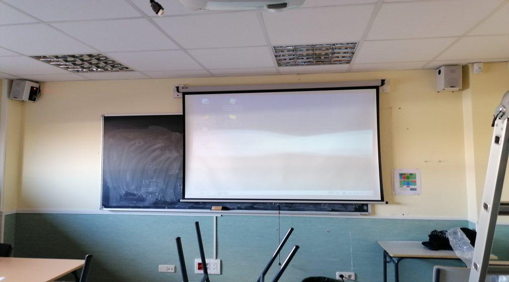 pantalla nobo instalada en colegio