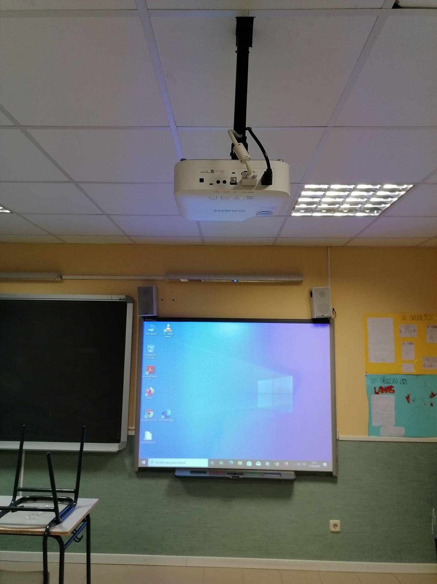 Cambio soporte y proyector por casio XJV2