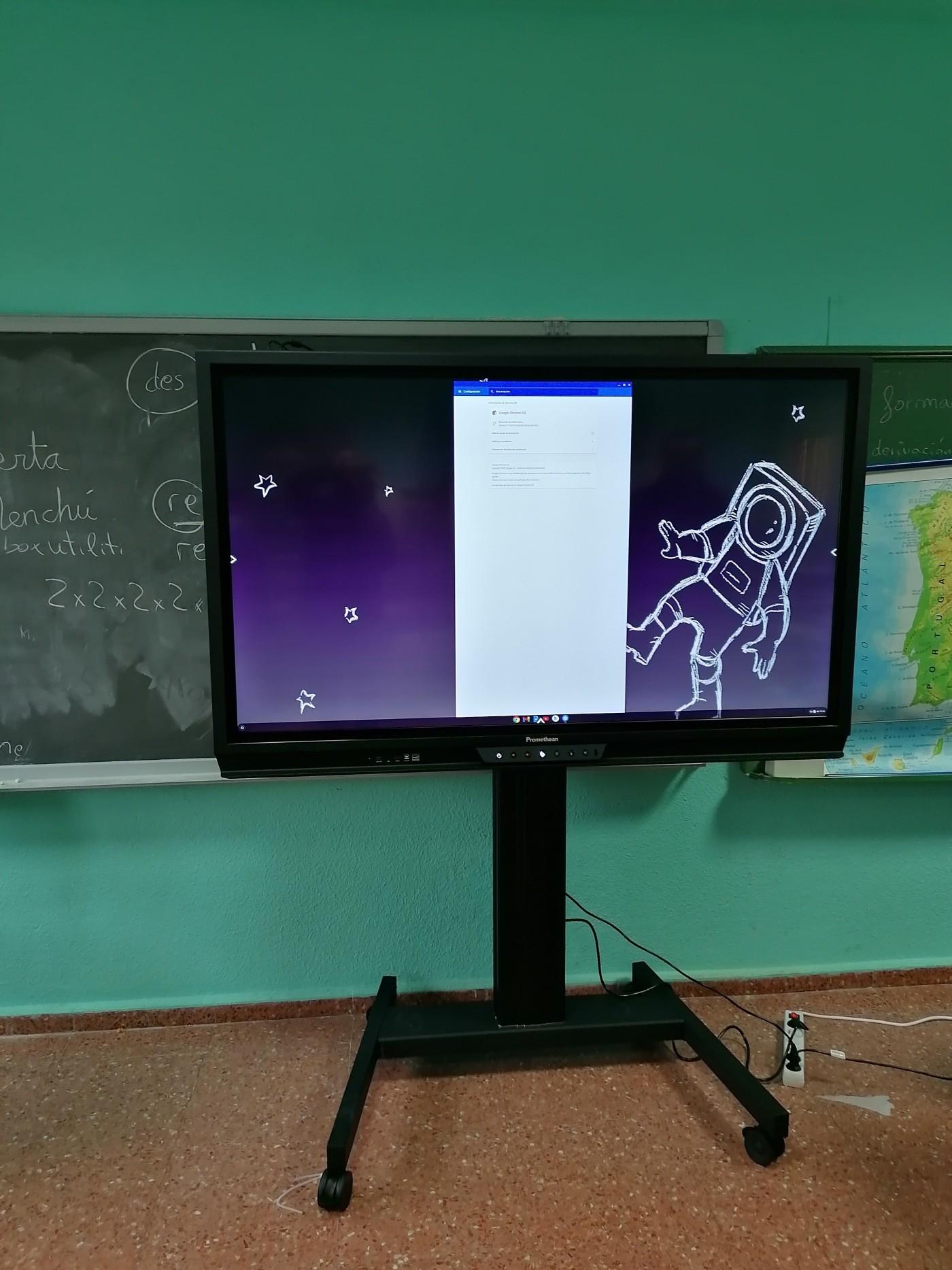 """instalacion instalado un monitor Promethean 65"""" cobalto con crome box y soporte de ruedas AP-FSM"""